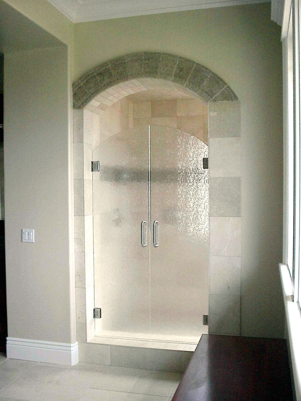 1600 #766855 Swinging Glass Shower Doors With Arched Top And Decorative Glass picture/photo Arched Doors With Glass 42191200