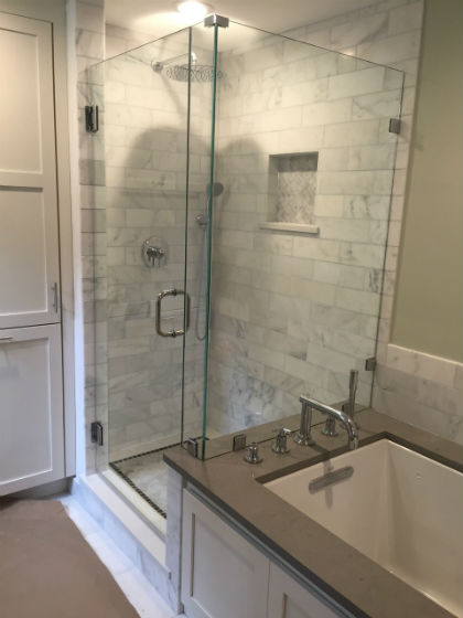Shower Enclosure with Return Panel in Clips
