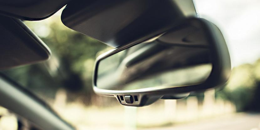 How To Fix Rear View Mirror >> How To Replace Rearview Mirror Glass Glass Doctor