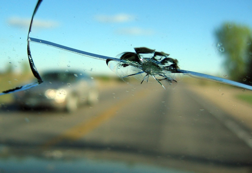 Picture of a cracked windshield